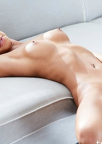 Miran is sensualy showing off her incredible body