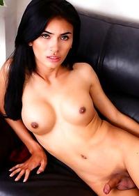 Enjoy this sexy transgirl Fook jacking her big cock!