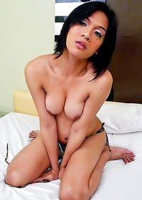 Barbie Shields is a beautiful, very sexual young woman who loves to have fun.