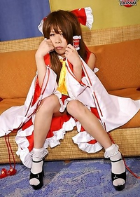 Saki is 20 years old and comes from Osaka. She loves cosplay, especially dressing up as anime characters.